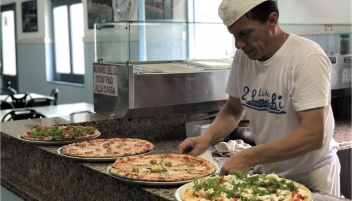 Il nostro Pizzaiolo a lavoro